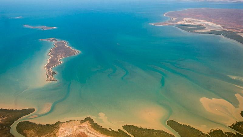 Gales Bay By Jon Hanson [CC BY-SA 2.0 (http://creativecommons.org/licenses/by-sa/2.0)], via Wikimedia Commons